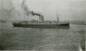 Le Franconia arrivant à Plymouth