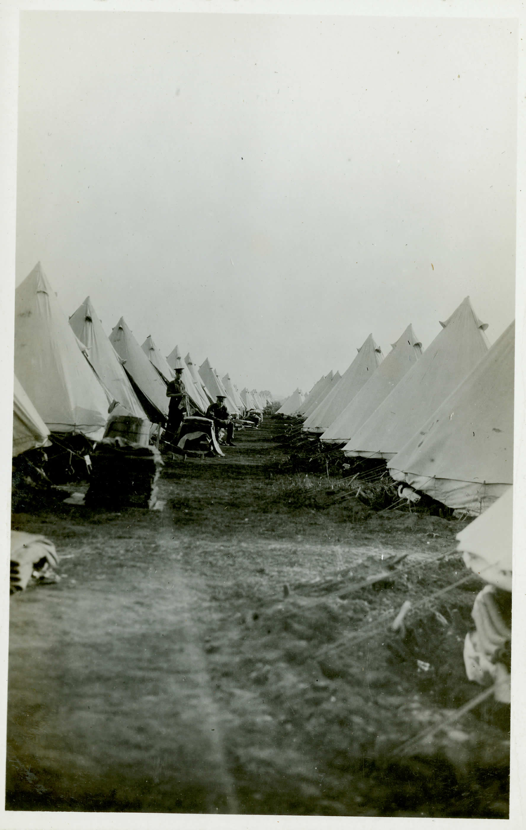 Tentes en forme de cloche au camp de Valcartier