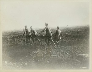 Des prisonniers allemands brancardiers