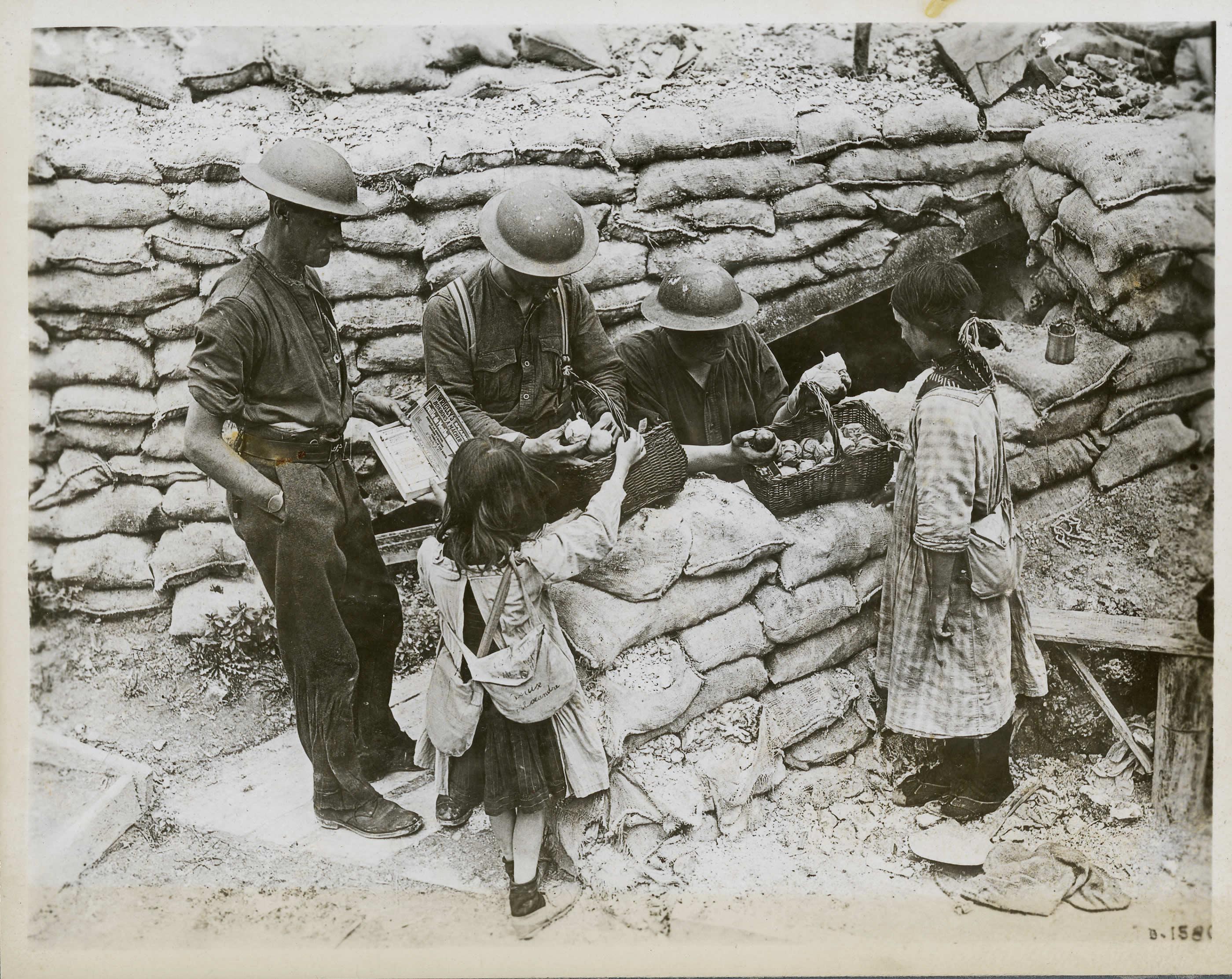 Enfants français près du front