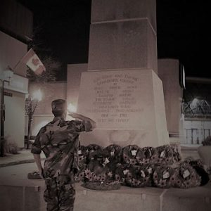 Couronnes déposées au monument