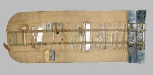 Trousse d'instruments chirurgicaux de campagne