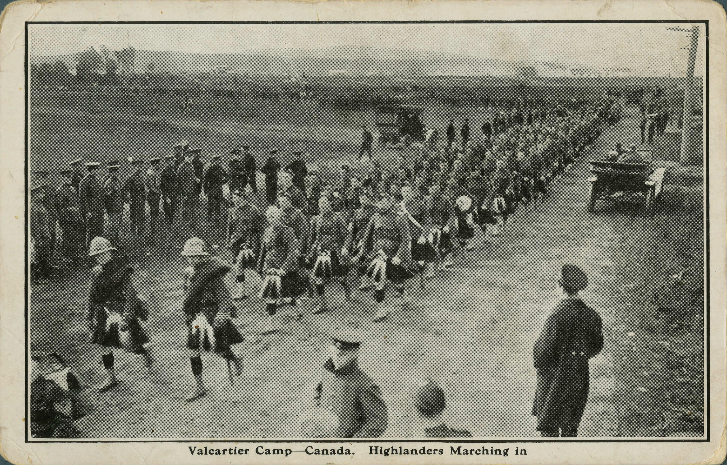 Highlanders marchant vers Valcartier