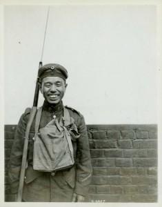 Canadien d'origine japonaise en uniforme