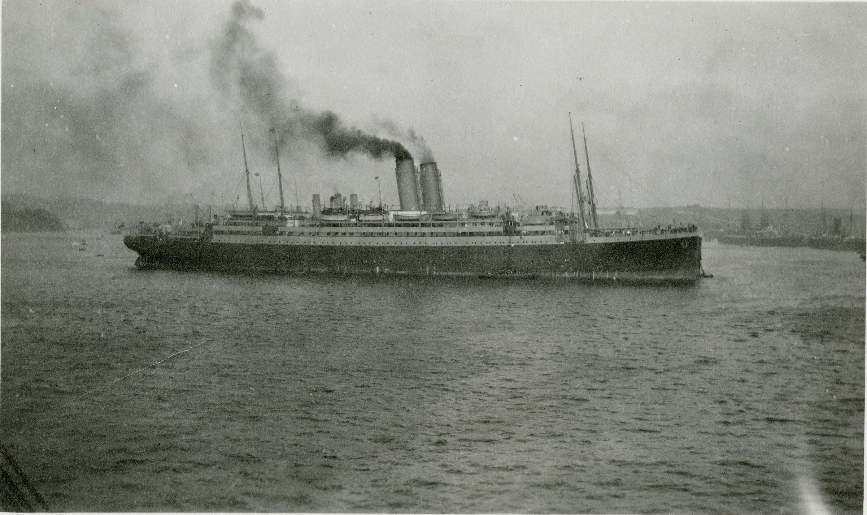 Le <i>Franconia</i> arrivant à Plymouth