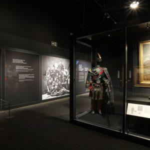 L'exposition des Highlands, la cornemuse et l'uniforme Highland