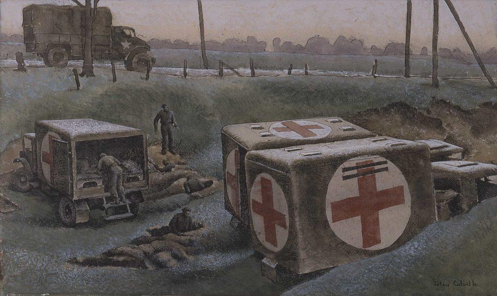 Trois ambulances garées, marquées de croix rouges, et des militaires creusant des tranchées jusqu'à la poitrine.