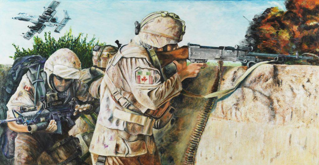 Trois soldats canadiens sont engagés dans un combat; une explosion est visible en arrière-plan, et un avion militaire survole la scène.