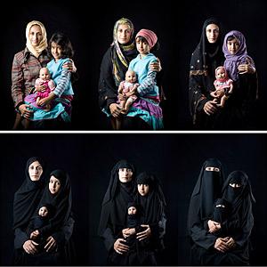 Mère, fille, et poupée